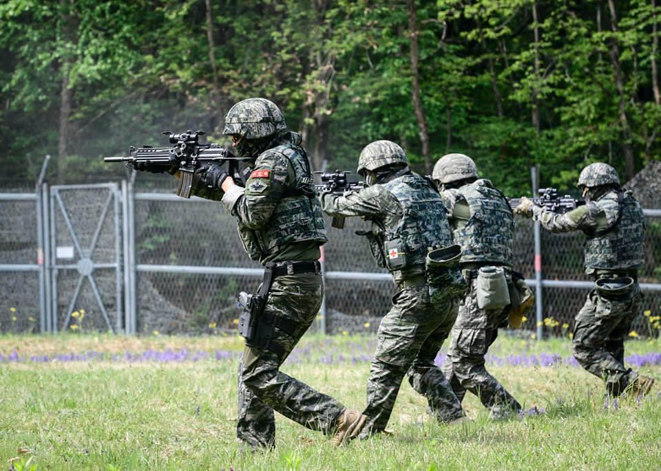 해병대  2사단 수색대대 기동사격 훈련 1.jpg