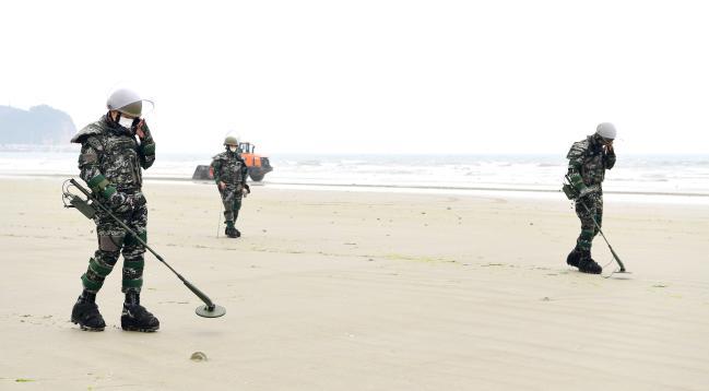 해병대 제6여단, 백령도 해변 지뢰탐색작전 전개.jpg