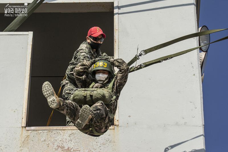 해병대 신병 1266기 4주차 공중돌격훈련.jpg